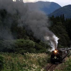 夕暮れの山あいの駅に発車の汽笛が響く - 2020年初秋・磐越西線 -