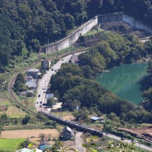 濃い緑の山と川辺と川の流れ - 2021年初秋・秩父鉄道 -