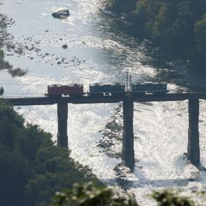 煌めく川を3両の電気機関車が渡っていく - 2021年初秋・秩父鉄道 -