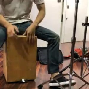 ギター曲ジョンゴをカホンでセッション。