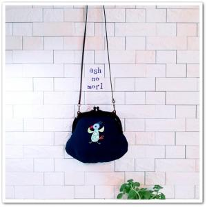 今度は紺色!プラスチックがま口バッグ おとぼけ鳥シリーズ 踊る鳥さん 完成!