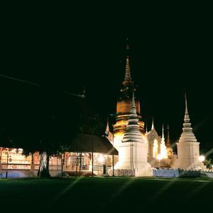 乾季の夜、美のスワンドーク寺院。