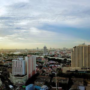 久しぶりに訪れたバンコク。空が美しかった。