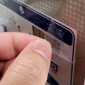 家電製品に貼りっぱなしの保護シートがガマンできなくてすぐに剥がしてしまう。
