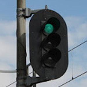 カウンタIC 4017を使って3灯式信号機用の回路を作る。(その2)