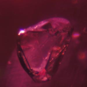 インクルージョンを見れば感じられること… 宝石ルビーは自然の造形美