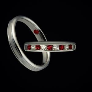 愛を表すルビーと約束を表すダイヤモンドでつくった結婚指輪