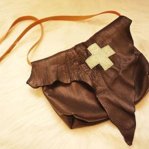 三角フタのショルダーバッグ