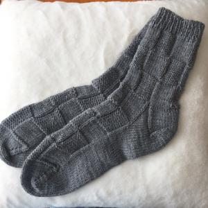 足が蒸れない?毛糸の靴下~市松模様~