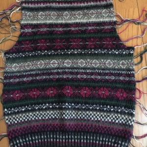 編み始めてほったらかしていた編み込みカーディ開始