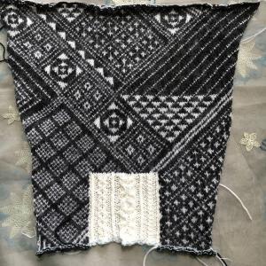 編み込み模様のセーター 袖完成