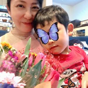 さんしんの日と花束のプレゼント