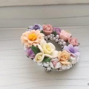 春爛漫!たっぷりお花のリースブローチ