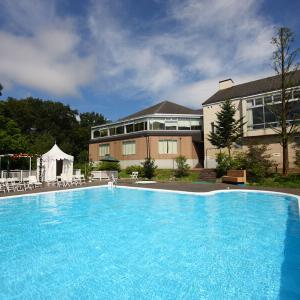 夏休み限定!中庭プール営業いたします♪