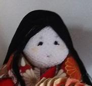 ひな祭りの季節が近づいてきました。我が家でも手作りしたひな人形を早速飾りました。