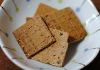 奈良県山添村 上島製菓の「手焼きせんべい アーモンド&黒ごま」