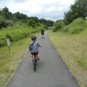 孫と矢田川右岸をサイクリング