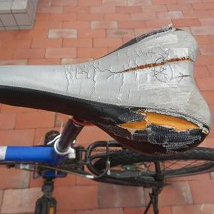 自転車サドルの補修