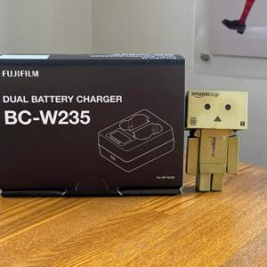 X-T4予約キャンペーンでもらう、FUJIFILM バッテリーチャージャー BC-W235