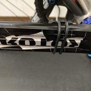 XOSSのケイデンスセンサー、電池交換、Panasonicはよく保つ