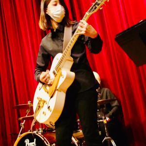発表会ギターコース女子大生写真!