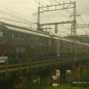 やっぱりこの色、阪急電車と言いそう・・・近鉄「楽」リニューアル車