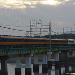 伊勢は宮川橋梁で撮影した近鉄12200系