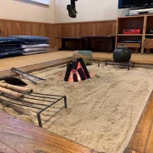 囲炉裏の火が 心地よい陽気になりましたね