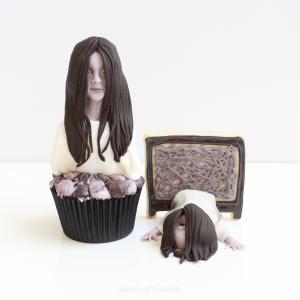 貞子をカップケーキとクッキーで対決させてみました