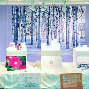札幌スタイル ショーケース展示「セントモニカ」 大通地下丸井今井百貨店側、定期券売り場左横