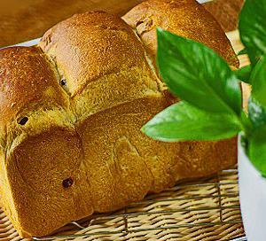 かく~しても、隠し切れない・・まやかし食パン