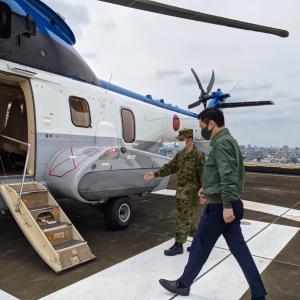 松戸駐屯地で落下傘フル装備体験と戦闘食の試食
