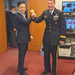 在日米陸軍司令官 防衛大臣政務官室に表敬訪問