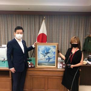 芸術家 増田薫先生の作品を防衛大臣政務官室に展示