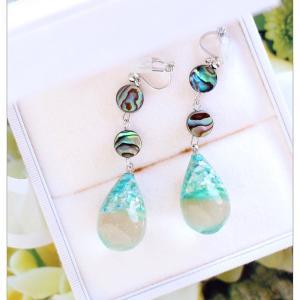 ◆貝殻を使ったマリンアクセサリー☆シェルパウダー入りレジンとアバロンシェルのイヤリング