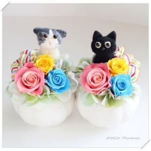 ◆愛猫ちゃんのお悔やみ花☆羊毛フェルトで作ったネコとプリザーブドフラワーのアレンジメント