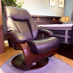 贅沢レザーの上質ソファ