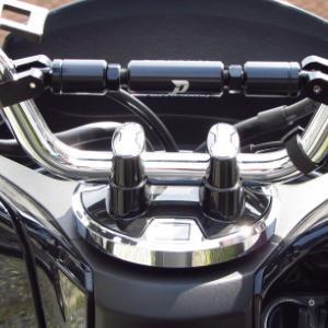 ホンダPCX125にハンドルブレースを装着