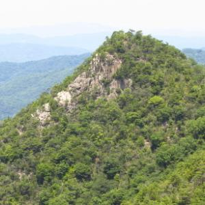 展望岩と謎の石積遺跡のある道: 熊山弓削ルートその1