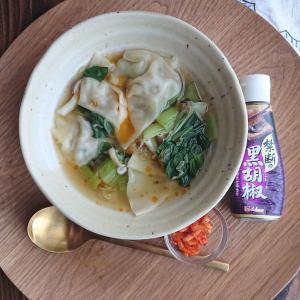 ズボラ!?禁断の黒胡椒で味付け焼き餃子と野菜たっぷり餃子スープ