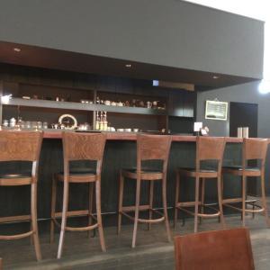 Cafe de UN (カフェ ド アン) パン屋の2階にありますよ。