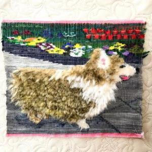 つづれ織りで愛犬を織る