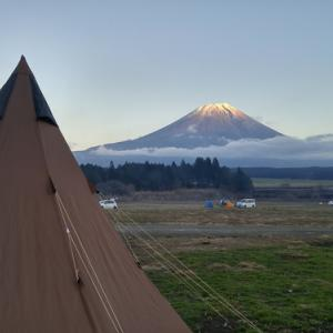 富士山とワンポールテント