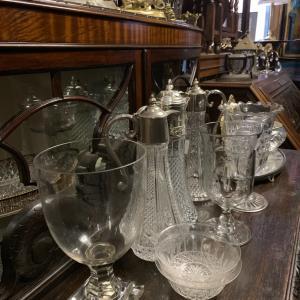 アンティークガラスの魅力