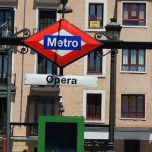 地下鉄オペラ(Ópera)駅界隈の旧市街地を観光!