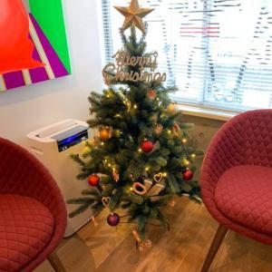 待合室にクリスマスツリーを飾りました