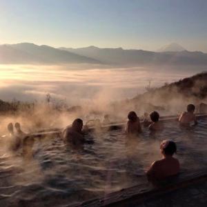 雲海を眺める温泉