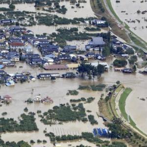 首相、被災者の生活支援を指示 浸水地で排水強化へ    毎日新聞  ←政府はすぐに消費税を5%に減税すべき!