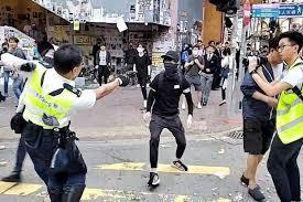 """香港デモ""""軍の介入""""示唆 中国メディア  テレビ朝日系(ANN) 「中国共産党の機関紙「人民日報」は、実弾を発砲した香港警察について「法治を守るために必要だった」と擁護」!"""
