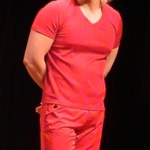 四柱推命で見るカズレーザーさんと赤い服の関係